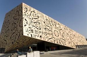 Construcción del pabellón polaco para la Exposición Universal de 2010, en Shangai, China. Está previsto que Shangai reciba 70 millones de visitantes durante los seis meses que durará este evento, del 01 de mayo al 31 de octubre de 2010.