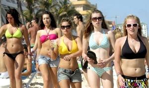 La ola de jóvenes estudiantes de EU ya se dejó sentir en Acapulco.