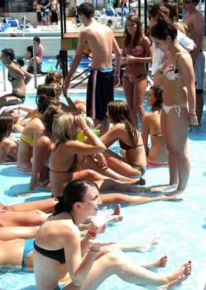 Las edades de jóvenes turistas oscilan generalmente entre los 18 y los 20 años
