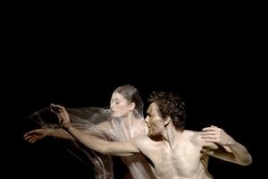 Los bailarines estrella de la Opera Nacional de París Aurélie Dupont y Nicolas Le Riche en un ensayo de Siddharta, coreografía de Angelin Preljoacj y composición de Bruno Padovani sobre la vida del fundador del budismo, el príncipe Siddharta Gautama.