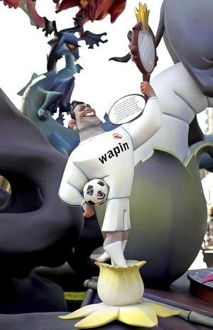 Cristiano Ronaldo aparece como ninot y es una de las fallas más pronunciadas en Valencia, España.