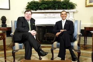 En la Casa Blanca, donde el presidente Barack Obama se reunía con el primer ministro irlandés, Brian Cowen, se esperaba un ambiente festivo y, a la vez, cargado de política.