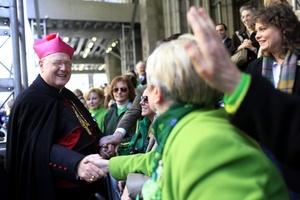 El tema de la marcha festiva 'El Mundo Extraordinario' celebró el creciente multiculturalismo de Irlanda, así como el despliegue mundial de irlandeses.