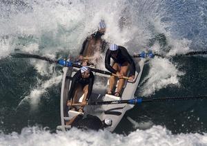 Embarcación de un equipo que participa en el Campeonato de Vigilantes Salvavidas en Kurrawa