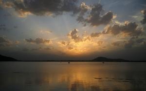 Lago Dal en Srinagar, la capital de verano de la zona de Cachemira administrada por la India.
