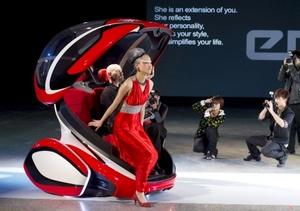 General Motors (GM) presenta su nuevo Concept Car de movilidad urbana llamado EN-V, en Shanghai (China). GM y su socio chino Shanghai Automotive Industry Corp. Group (SAIC) exhibirán el nuevo Concept EN-V durante la Exposición Mundial de Shanghai 2010, que se celebrará del 1 de mayo al 31 de octubre.