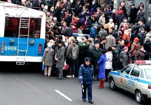 Según otras fuentes, los equipos de rescate han encontrado los restos de las dos terroristas que causaron las explosiones que dejaron más de treinta muertos en las estaciones de Lubyanka y Park Kultury.