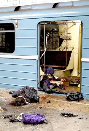 La primera explosión ocurrió justo antes de las ocho de la mañana en la estación Lubyanka del centro de Moscú.