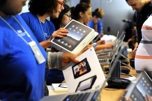 Cientos de personas pasaron tres días a las afueras de la tienda en NY para poder tener entre sus manos la nueva tableta del fabricante californiano.