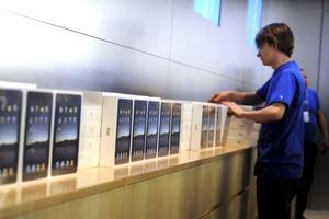 La tienda contrató personal adicional para dar abasto a los cientos de clientes que acudieron a la tienda para tener lo más nuevo de Apple.