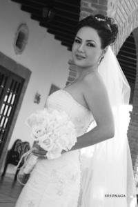 Srita. Rocío del Socorro Saldaña Verduzco, el día de su boda con el Sr. Eugenio Arturo Guerrero Vargas. <p> <i>Estudio Susunaga</i>