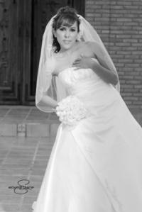 L.A.E. Wendy Vanessa Carrillo Barraza, el día de su boda con el C.P. José Antonio Villarreal Rangel. <p> <i>Aldaba & Diane Fotografía</i>
