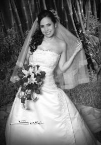 Feliz lució la Dra. Rocío Garza Castillo, el día de su enlace nupcial con su ahora esposo, Dr. Luis Bañuelos Garza. <p> <i>Studio Sosa</i>