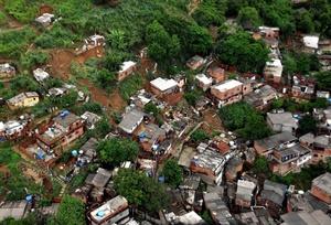 La ciudad más afectada por la catástrofe fue Niteroi, situada frente a Río de Janeiro, en la boca de la Bahía de Guanabara, y en donde el número de muertos ascendió.