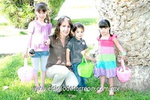 Fernanda Issa, Susana, Roberto Issa y Samia Guerra Grageda.