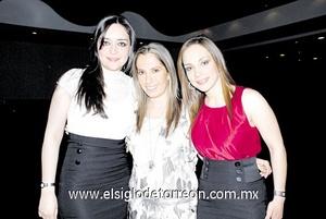 Claudia Leal, Alejandra de Salmón y Claudia de González.