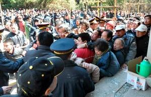 El terremoto se produce dos años después del de 7.8 grados Richter ocurrido en mayo de 2008 en la provincia de Sichuan, donde al menos 90 mil personas perdieron la vida.