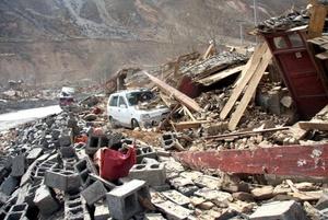 Varias escuelas se derrumbaron y al menos 56 estudiantes murieron.