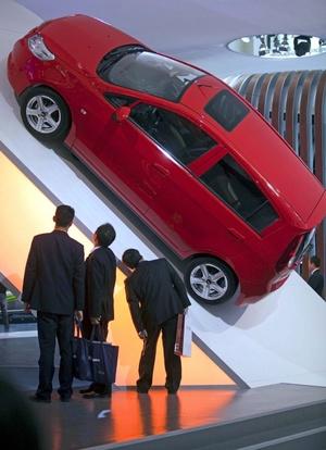 Visitantes quedaron impresionados con el nuevo vehículo de Chevrolet llamado Sail.