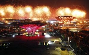 El evento, fue inaugurado con una ceremonia caracterizada por un imponente espectáculo de fuegos artificiales sobre el Río Huangpu.