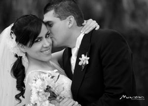 Srita. Lizbeth Olivia Ávila Nájera, el día de su boda con el Sr. Jaime Alfredo Torres Aburto. <p> <i> Felipe Véliz Fotografía</i>