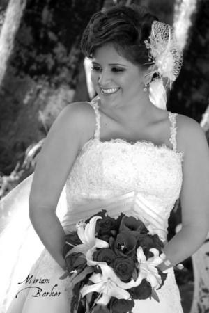 Srita. Mariela Castillo Guzmán el día que unió su vida a la del Sr. Juan José Ávalos López. <p> <i>Estudio Miriam Barker</i>