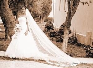 L.A.E. Elsa Carrillo Cabañas, el día de su boda con el Sr. Óscar Campos. <p> <i>Gustavo Borroel Fotografía</i>