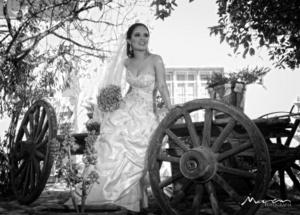 Srita. Nancy Ivett Ponce Sifuentes unió su vida a la del Sr. Raúl Antonio Meraz Ramírez. <p> <i>  Estudio Morán</i>