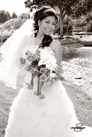 L.S.C. Cynthia Marcela Guerrero Reza, el día más feliz de su vida ya que unió su vida a la del IS.C. Vladimir Catana Salazar. <p> <i> Aldaba & Diane Fotografía</i>