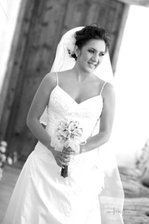 Srita. Ana Laura García Reyes, el día que unió su vida en sagrado matrimonio a la del Sr. Jesús Antonio Castañeda García. <p> <i> Maqueda Fotografía</i>