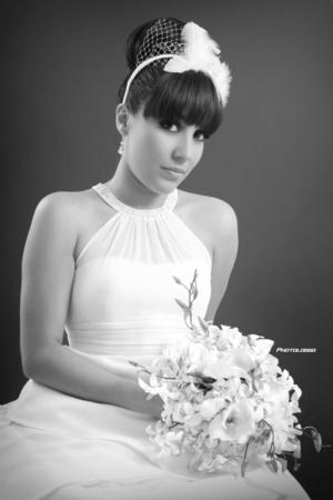 Srita. Celmira Arlem Fernández Sifuentes, el día de su boda con el Sr. Felipe Antonio Espinosa Díaz. <p> <i>Foto Loggo</i>