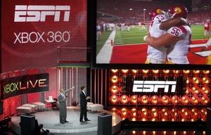 Entre los principales atractivos de Kinect se encuentra su uso combinado con Xbox Live e internet, que permite programas de vídeochat o desterrar el remoto del televisor para ver películas, seguir los deportes de la cadena ESPN o conectarse a Facebook.