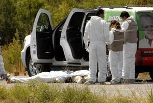 Los cuerpos del candidato priista y su comitiva quedaron tirados sobre la carretera Ciudad Victoria-Soto La Marina.
