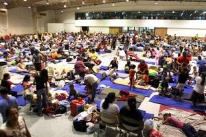 En los albergues, cientos de personas fueron refugiados que fueron desalojadas de la zona costera de Matamoros.