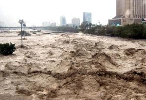 Autoridades estatales y municipales, así como de la Armada de México coadyuvaron en el desalojo de habitantes de zonas bajas tanto de NL y Tamaulipas.