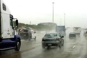 El CNH advirtió sobre acumulaciones de lluvia de 15 a 30 centímetros sobre porciones del noreste de México y de 50 centímetros en los lugares más elevados.