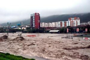 Las intensas lluvias que se registran en NL a causa del huracán Alex suman cerca de 200 milímetros acumulados.