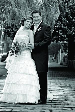 Srita. Faviola Hernández Mendoza, el día de su matrimonio con el Sr. Alejandro Liceaga Medina.- <p> <i>Estudio Laura Grageda</i>