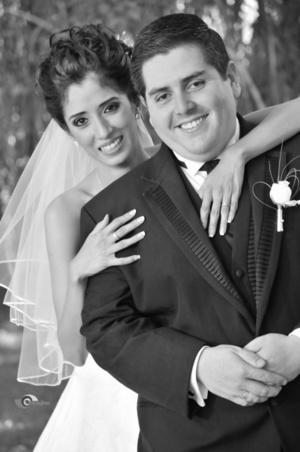C.P. María Elena Velasco Landeros el día de su boda con el C.P. José Luis Valenciana Martínez. <p> <i>Estudio Imagine</i>
