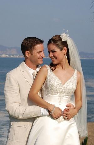 LCPF. Socorro Ponce Sifuentes y P.D. Adam Gagnon decidieron unir sus vidas en matrimonio. Ellos son hijos de los señores Pablo Ponce Carrizales y Diocelina Sifuentes (f); Michael y Lisa Gagnon. <p> <i>Estudio</i>