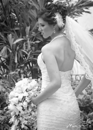 Ing. Gilda Valenzuela Ramírez, el día de su boda con el Ing. José Alejandro Rivas Madero. <p> <i>Estudio Morán</i>