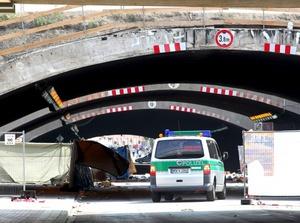 La situación escaló ante la presión de la multitud atrapada dentro del túnel y se produjeron encontronazos entre los que querían salir y los que pretendían acceder.