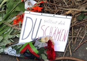 Los medios alemanes señalan a la policía y a los organizadores de la fiesta como responsables de que una fiesta 'tecno' multitudinaria acabara en un baño de sangre.