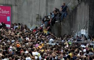 Las autoridades de Duisburgo habían dispuesto un contingente de mil 200 agentes por la ciudad para velar por el discurrir de la fiesta.