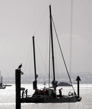 La travesía ha hecho estragos en el casco y en la cubierta, pero el catamarán superó todas la previsiones y llegó a Australia en perfecto estado de navegación.