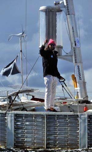 David de Rothchild, millonario y aventurero británico de 31 años, ha liderado la expedición con un equipo de otras cinco personas que fue escoltada a su llegada a puerto por una enorme flotilla de pequeñas embarcaciones.