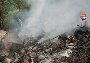 Las labores de recuperación quedaron dificultadas por el barro y los resto humeantes, que las autoridades tuvieron problemas para extinguir con la ayuda de un helicóptero.
