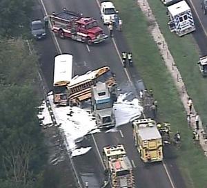 En el accidente murieron una estudiante de secundaria y el conductor del vehículo todo terreno.