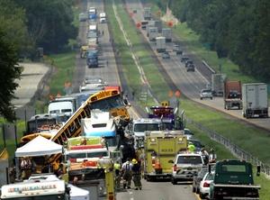 El accidente en el que un autobús terminó montado sobre otro, ocurrió a unos 65 kilómetros de St. Louis.