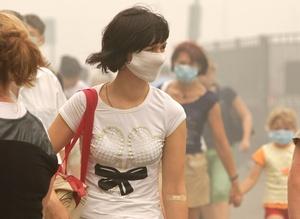 Autoridades sanitarias recomendaron a la población permanecer el mayor tiempo posible en el interior de inmuebles por la alta concentración de tóxicos en el aire.